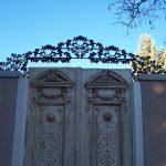 Oak Leaf Crown Iron Gate Accent