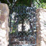 Vineyard Walk Iron Gate